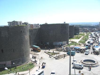 Stadtmauer und urfa tor